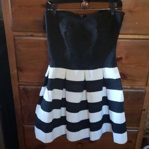 NWOT Strapless Strechy Fun Dress